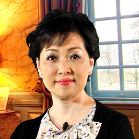 董事:蕭杜潔玲女士
